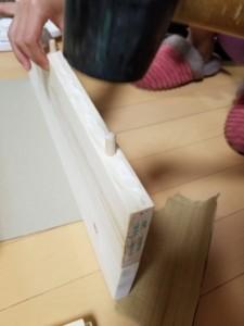 ⑤木ダボで板をつなぐ